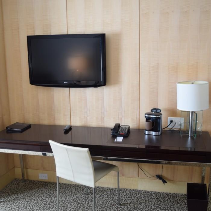 טלוויזיה ושולחן עבודה מלון אומני ברקשייר ניו יורק