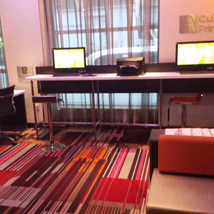 חדר מחשבים מלון קורטיארד מידטאון ווסט ניו יורק