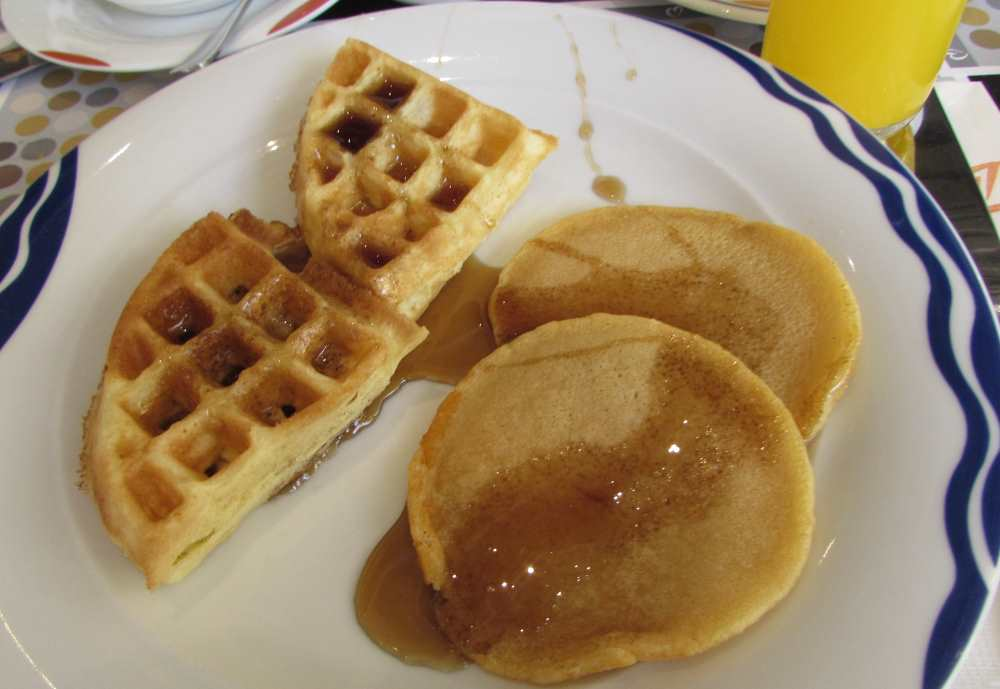 פנקייק וופל ארוחת הבוקר מלון דן אילת