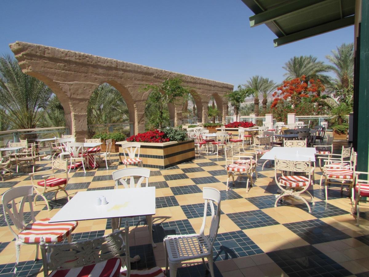 אפשר לשבת בחוץ ארוחת בוקר מלון הרודס פאלאס אילת