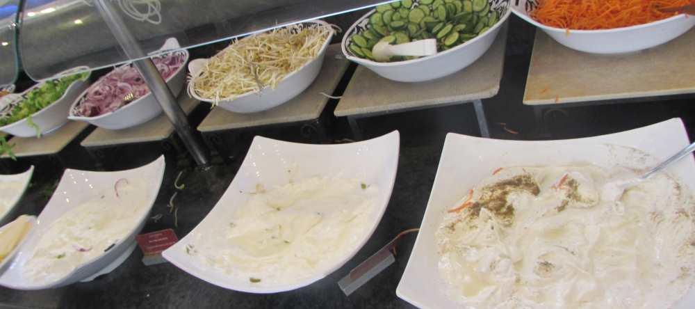 סלטים וגבינות ארוחת בוקר מלון לאונרדו קלאב אילת