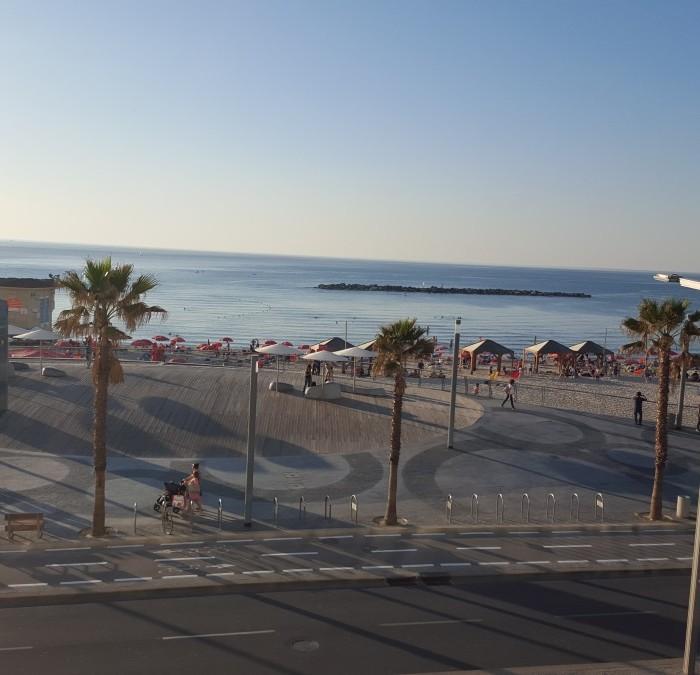 הנוף ממרפסת הבריכה מלון אורכידאה תל אביב