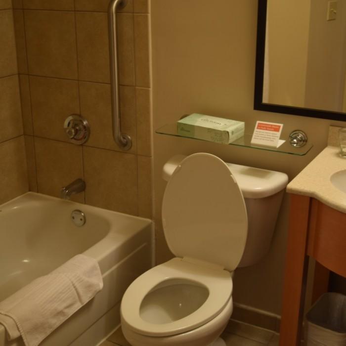 חדר האמבטיה מלון קנדלווד ניו יורק