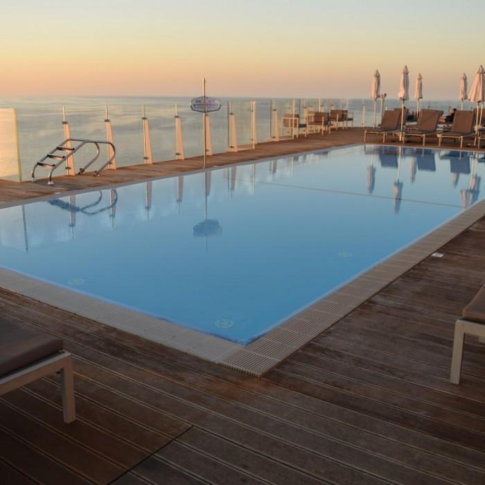 הבריכה מלון קרלטון תל אביב