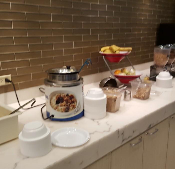 ארוחת בוקר מלון פיירפילד ליד תחנת פנסילבניה ניו יורק