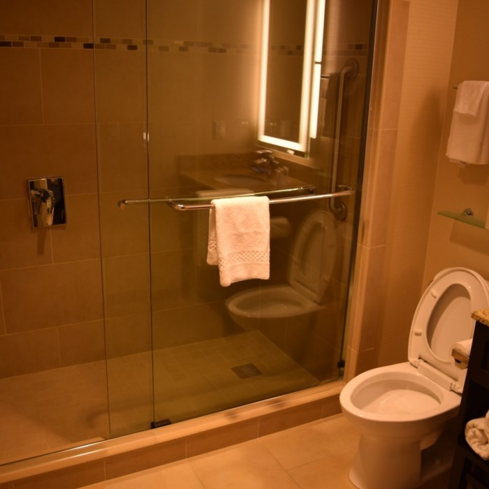 חדר מקלחת מלון פיירפילד ליד תחנת פנסילבניה ניו יורק
