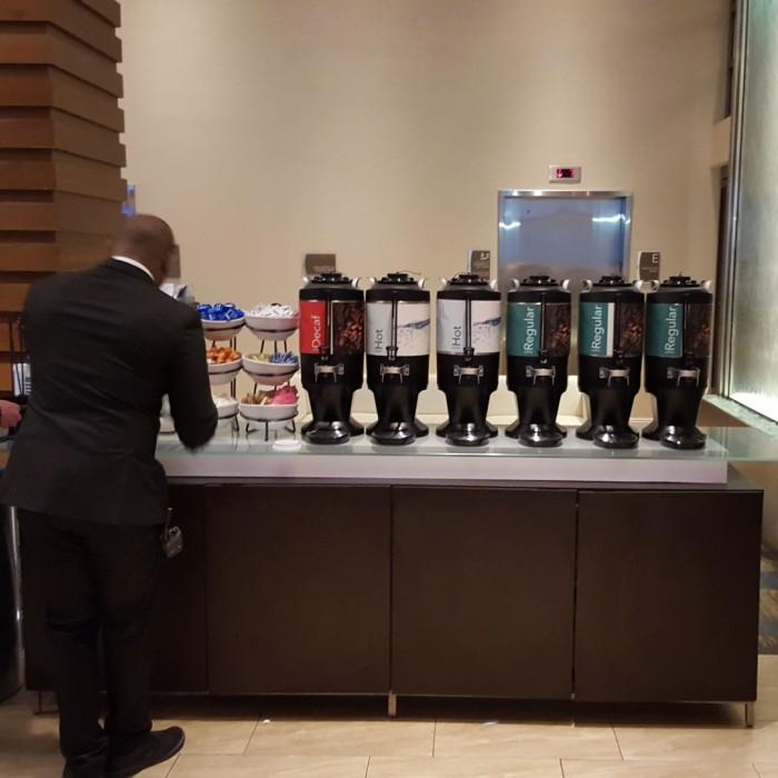 קפה כל הזמן מלון הומווד סוויטס מידטאון ניו יורק