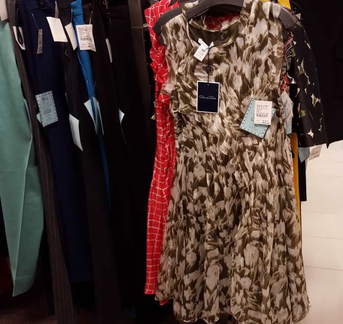 שמלה של אוסקר דה לה רנטה 1040$ במקום 3000$ בסנצרי 21