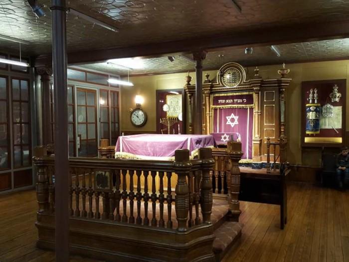 בית כנסת שנמצא בקומה התחתונה בית הכנסת ברחוב אלדרידג'
