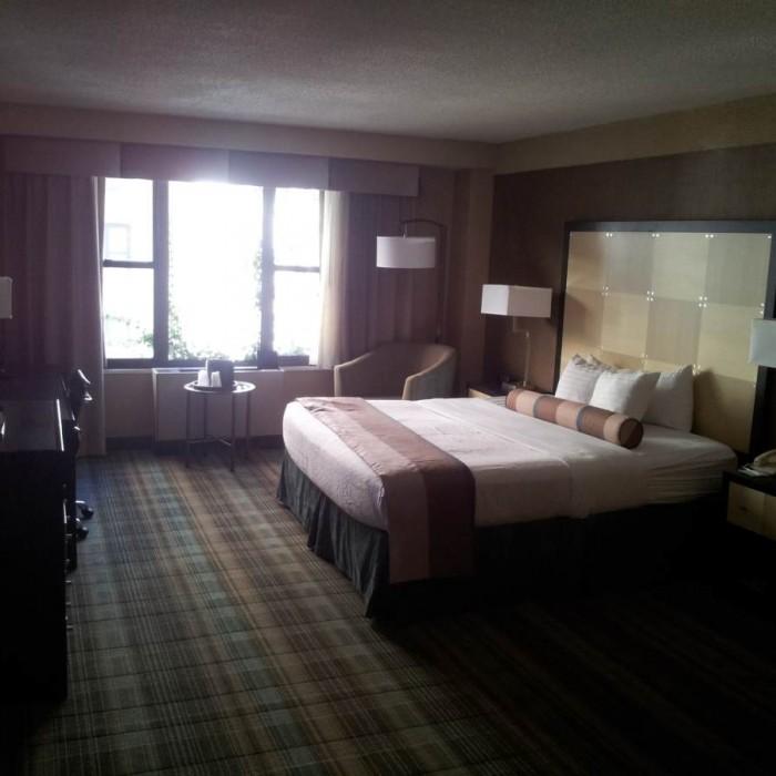 זה פחות או יותר גודל החדר - רק עם שתי מיטות הולידיי אין רחוב 57