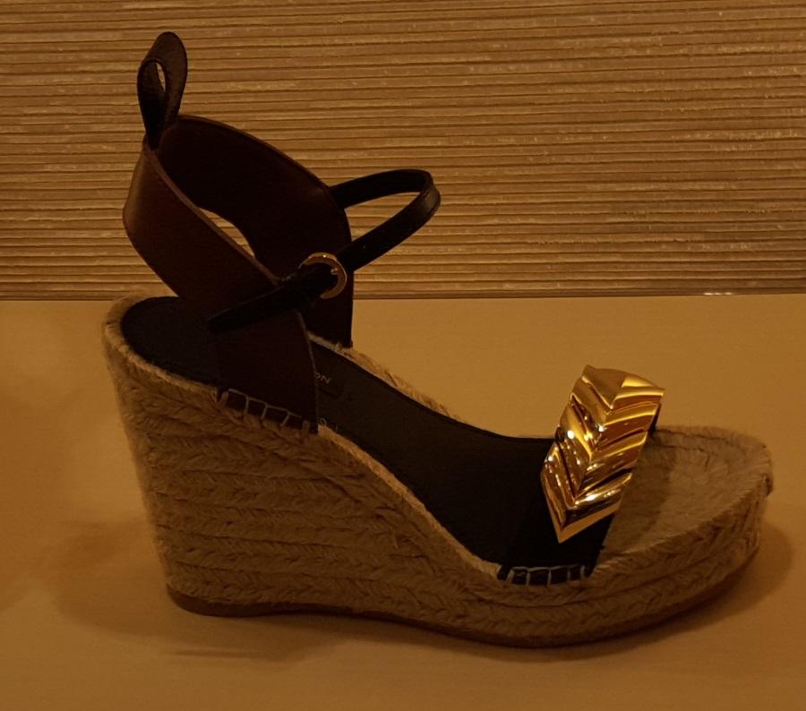 נעל של לואי ויטון 985$