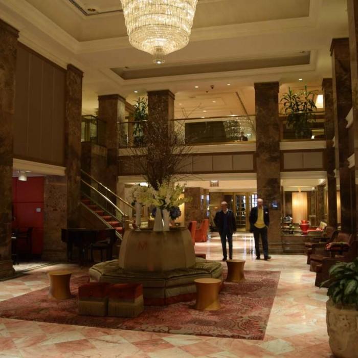 לובי מלון מיכאלאנג'לו
