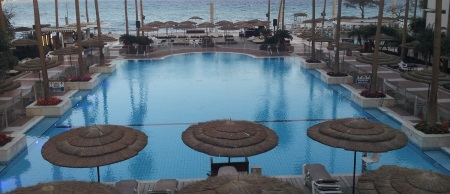 tub2-u-suits-hotel-eilat-swimming-pool