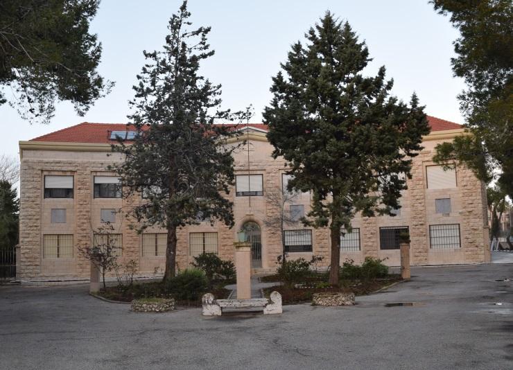 מנזר מול בית הנשיא