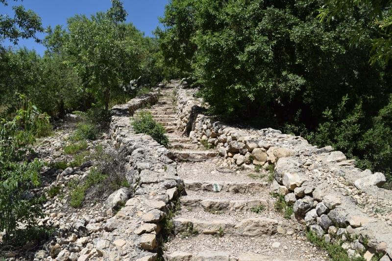 500 מטר של מדרגות לעין סטף