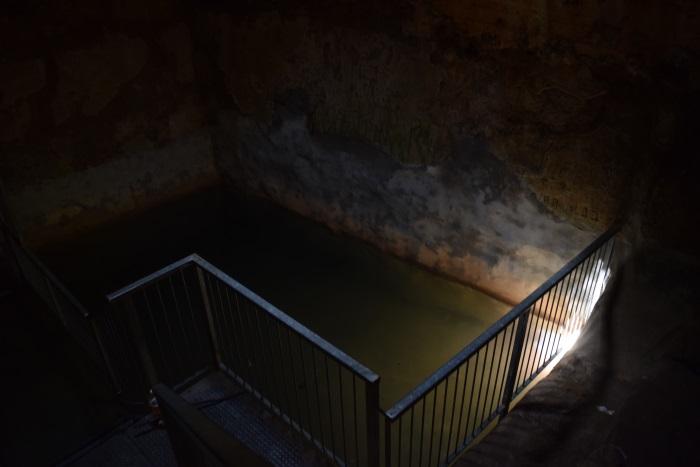בריכת המים שבתוך הניקבה