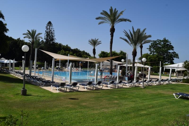 הבריכה מלון דן קיסריה