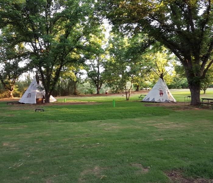 אוהלים אינדיאנים קמפינג החניון הירוק