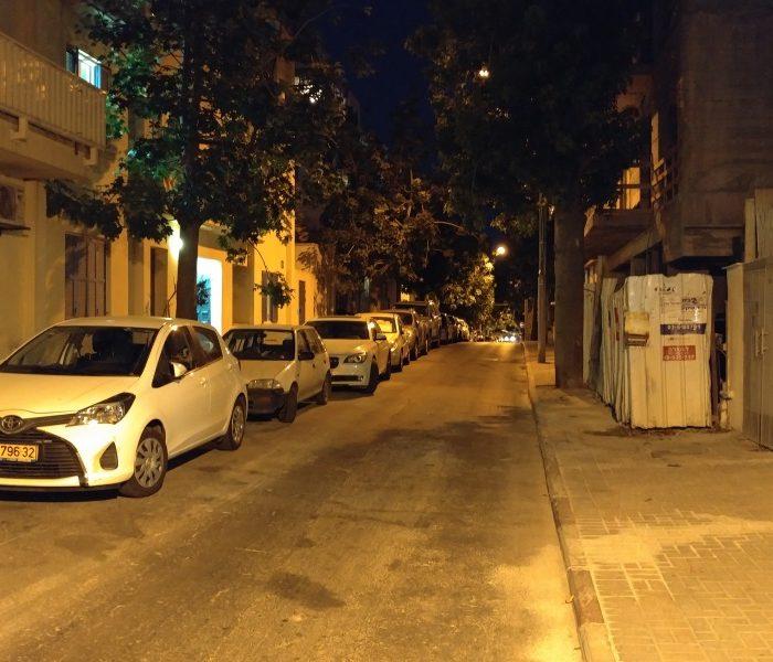 רחוב בלילה לא נראה כך במציאות. אבל זה מה שסיפק הצילום במצב האוטומטי LG G5