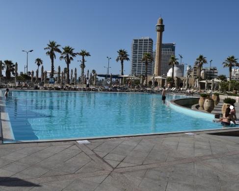 צילומים של בריכות במלונות תל אביב