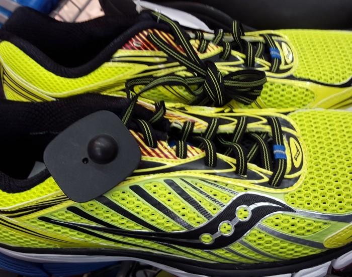 מגה ספורט עודפים, נעלי ריצה 415 שקלים במקום 699 שקלים