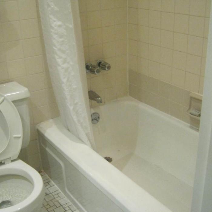 חדר אמבטיה מלון הראלד סקוור ניו יורק