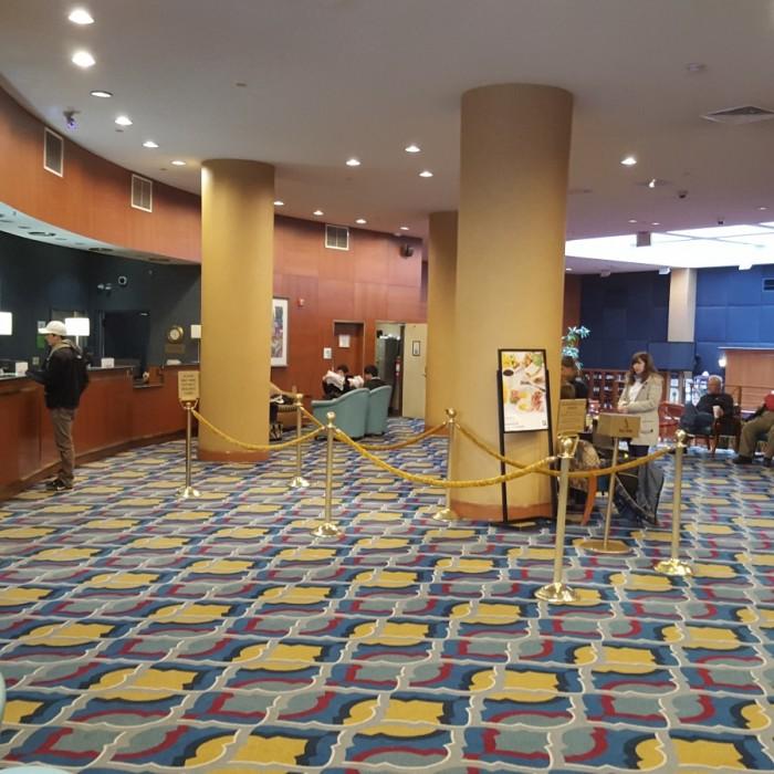 חלק מהלובי והכניסה למלון מלון הולידיי אין רחוב 57