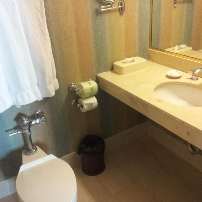 חדר האמבטיה מלון הולידיי אין רחוב 57