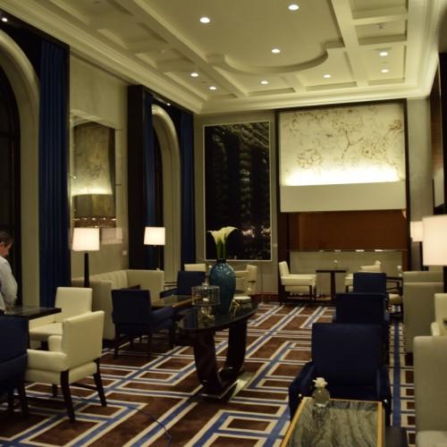 אחד מחדרי הלובי במלון הפנינסולה