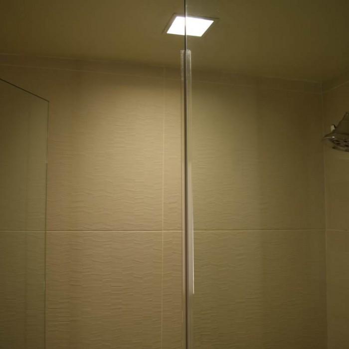 המקלחת מלון קראון פלאזה ניו יורק