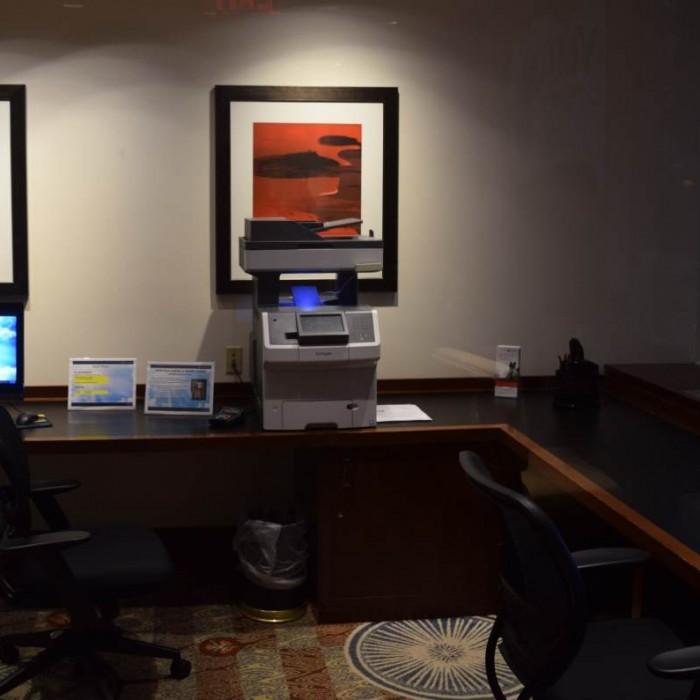 מחשבים לשימוש חופשי מלון קראון פלאזה ניו יורק