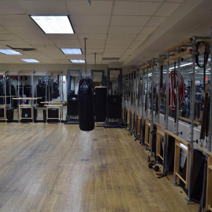 אגרוף חדר כושר מלון קראון פלאזה ניו יורק