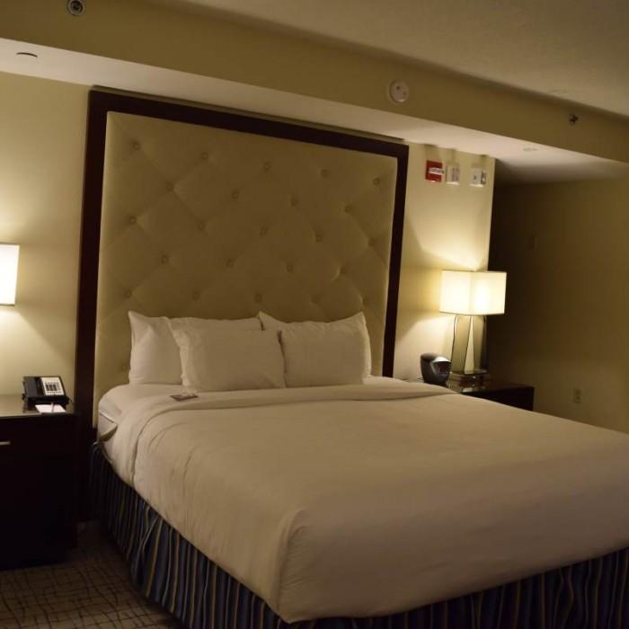 המיטה מלון קראון פלאזה ניו יורק