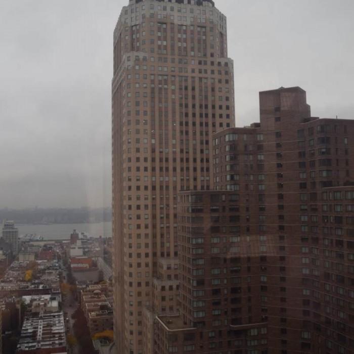 הנוף מהחדר לכיוון מערב מלון קראון פלאזה ניו יורק