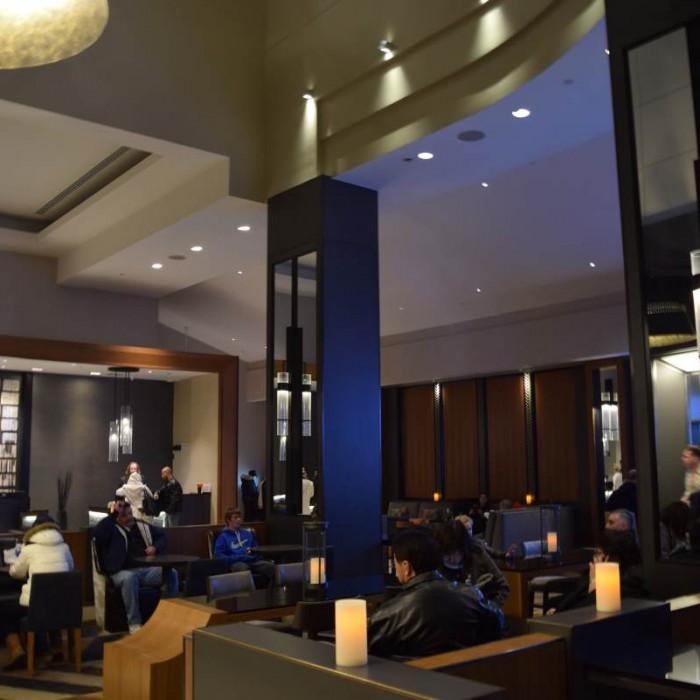 הלובי מלון סוויטות הילטון טיימס סקוור ניו יורק