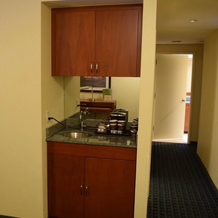 מכונת קפה ומטבחון מלון סוויטות הילטון טיימס סקוור ניו יורק