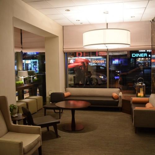 חלק מהלובי של מלון הילטון גארדן טיימס סקוור