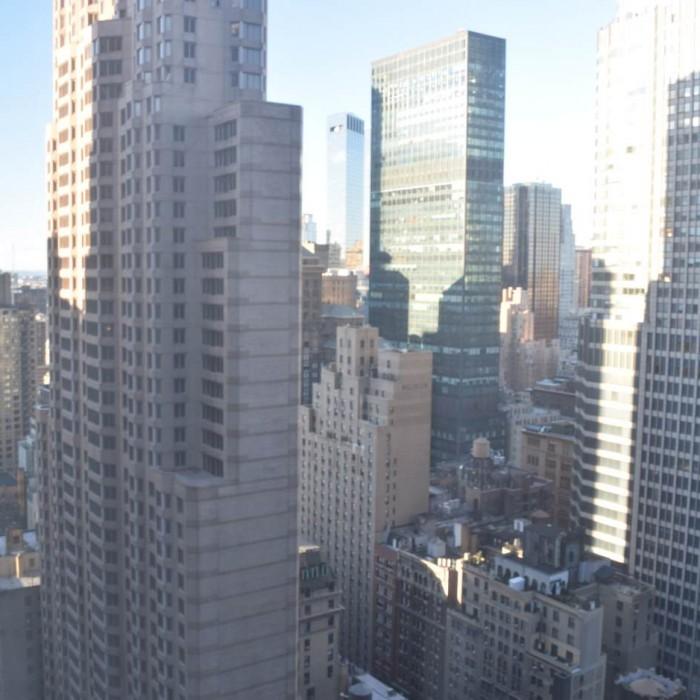 הנוף ממרבית החדרים נראה כך (במקרה הטוב, קומה 33) מלון הילטון מידטאון ניו יורק