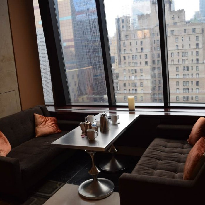 הלובי משקיף על מרכז ניו יורק מלון הילטון טיימס סקוור ניו יורק