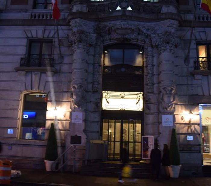 הכניסה מלון לה קווינטה ניו יורק