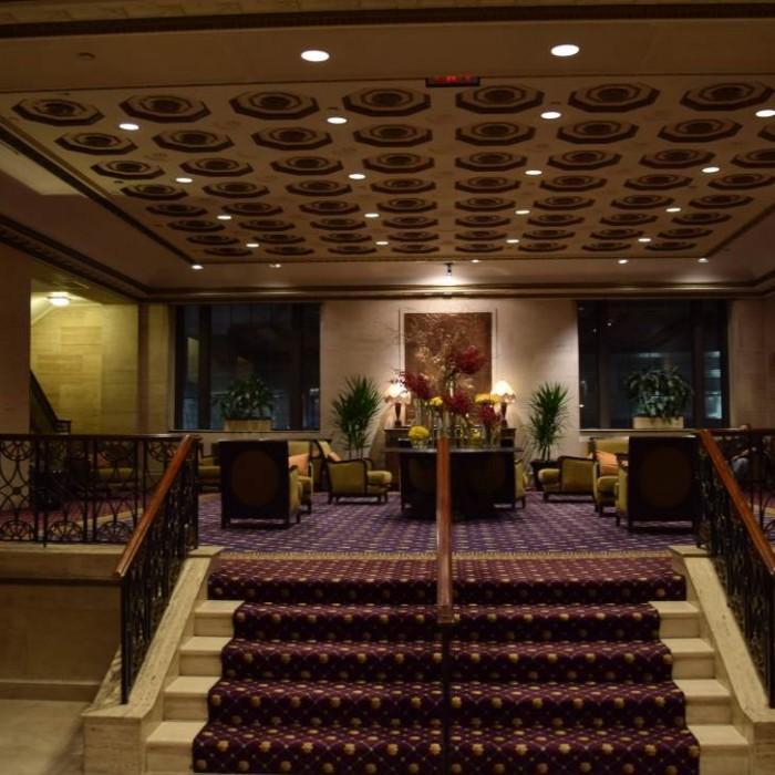 החלק האחורי של הלובי מלון רוזוולט ניו יורק