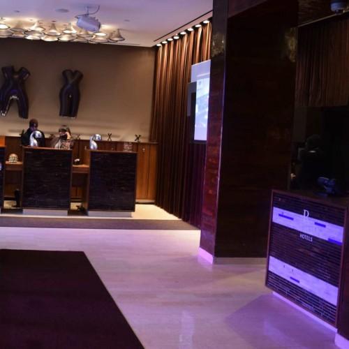 הכניסה למלון רנסנס טיימס סקוור בקומה הראשונה