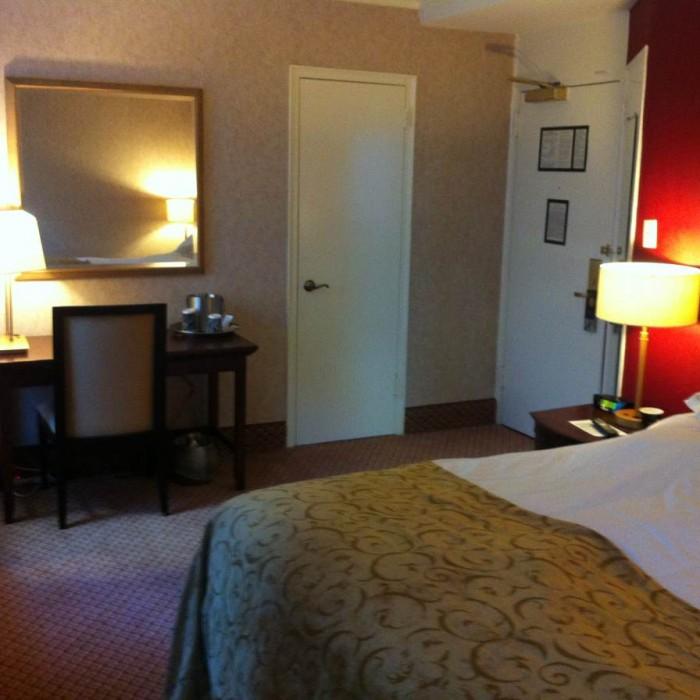 החדר במבט כלפי חוץ מלון רוזוולט ניו יורק