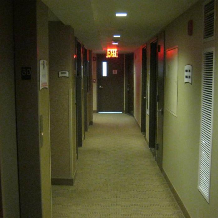 המסדרון בקומת החדרים מלון סטייברידג' ניו יורק