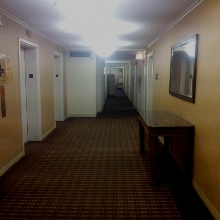 מסדרון בקומת החדרים מלון The Manhattan at Times Square Hotel
