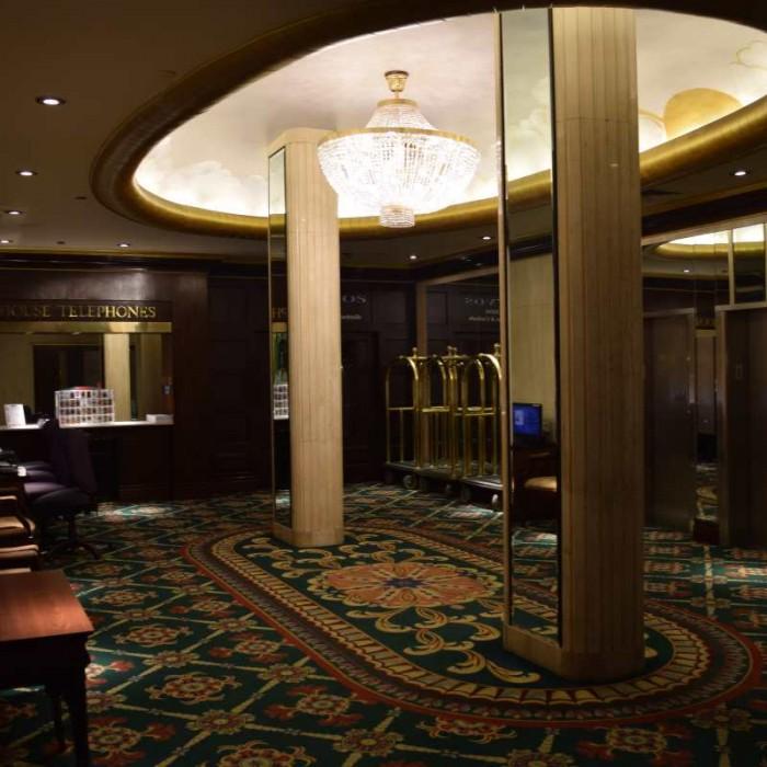 חדר לובי נוסף עם מחשבים מלון וולינגטון ניו יורק