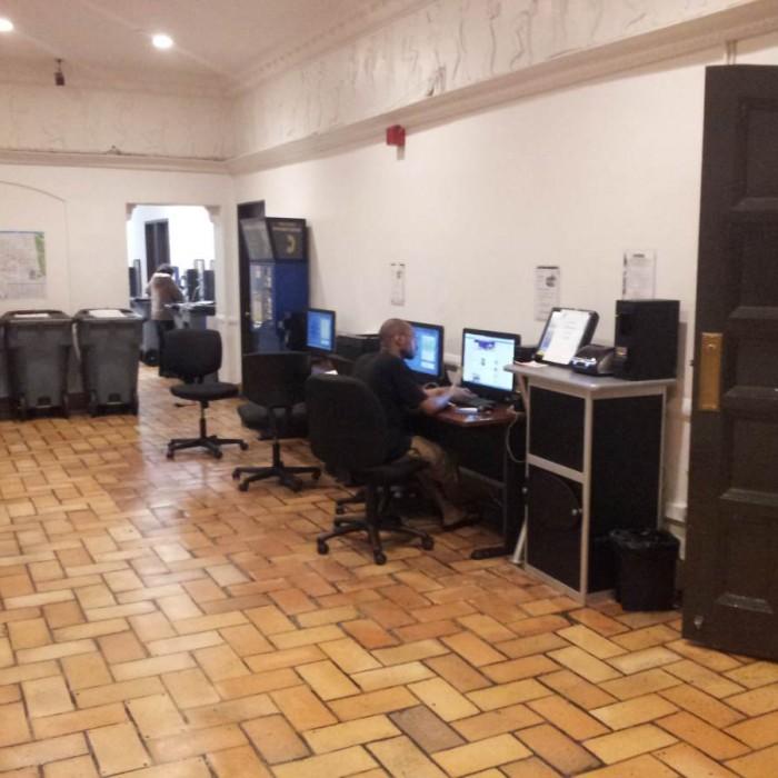 מחשבים לשימוש חופשי מלון YMCA ווסט סייד ניו יורק