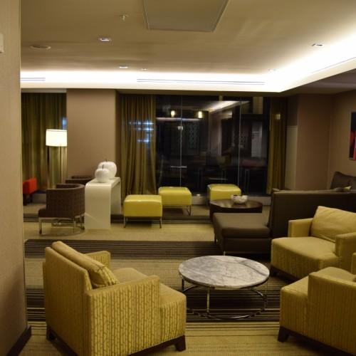 החלק הקדמי של הלובי במלון רזידנס אין מידטאון איסט