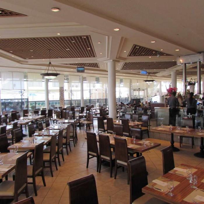 חדר האוכל מלון קראון פלאזה ים המלח