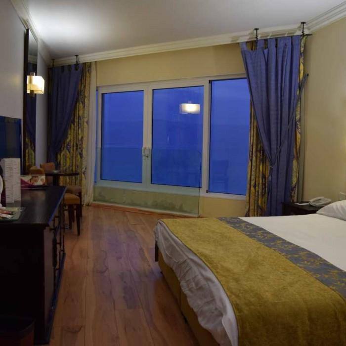 החדר מלון קראון פלאזה ים המלח